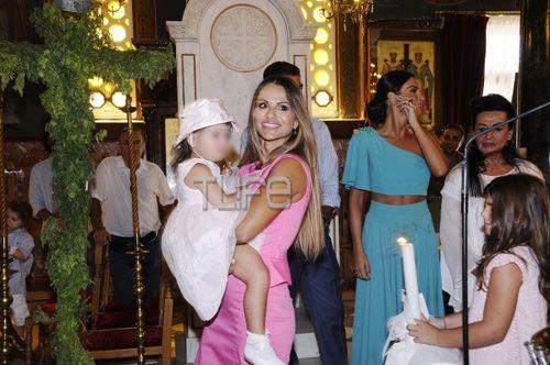 Νίνα Λοτσάρη & Κωνσταντίνος Σκορδάλης: Το Άλμπουμ της Βάφτισης της Κόρης τους!